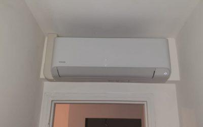 Installation d'une climatisation réversible quadri-split de la marque Toshiba. Chantier réalisé à Golfe-Juan.